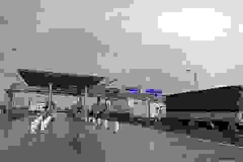 Quảng Bình: Dân bức xúc vây trạm thu phí, Quốc lộ 1A ùn tắc nghiêm trọng
