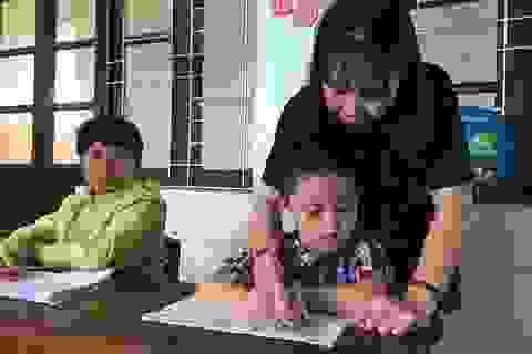 Cảm phục cô giáo của những học trò không lành lặn