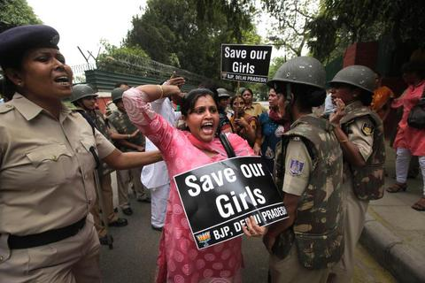 Cô gái Ấn Độ bị đánh thuốc mê và cưỡng hiếp trong bệnh viện