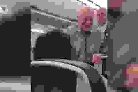 """Cựu Tổng thống Mỹ Jimmy Carter """"gây sốt"""" trên chuyến bay"""
