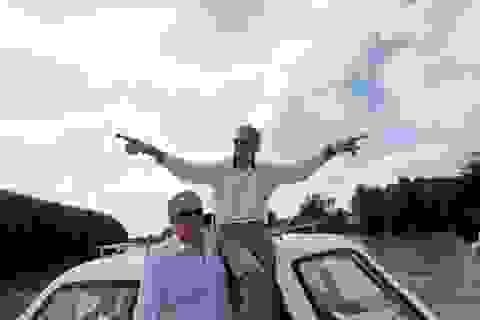 Ngoại trưởng Mỹ đi thuyền dạo sông nước Cà Mau