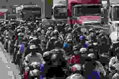 TPHCM: Người dân rời thành phố, nhiều tuyến đường tắc ứ