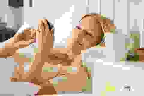 Đặt điện thoại đầu giường, mất ngủ như chơi!