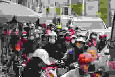 Hà Nội: Đường Nghi Tàm ùn tắc vì thi công cầu vượt An Dương