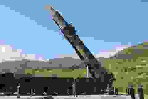 Báo Hàn Quốc: Triều Tiên đưa tên lửa liên lục địa tới bờ biển