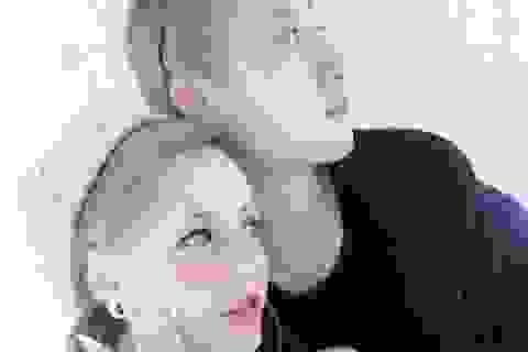 """Con gái """"rơi"""" của Thành Long tung ảnh """"nóng"""" với người tình đồng tính"""