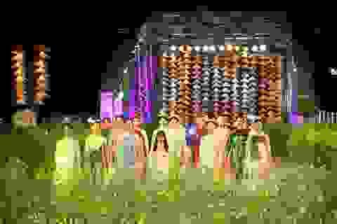 Lễ hội Áo dài tung bay trên cầu Trường Tiền sau 15 năm xa cách