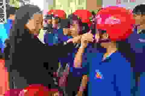 Honda Việt Nam trao tặng mũ bảo hiểm cho đoàn viên thanh niên tỉnh Đắk Lắk