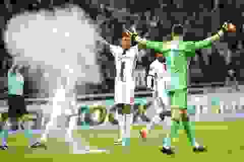 Lượt đi tứ kết Europa League: Tiếc cho MU, may cho Lyon