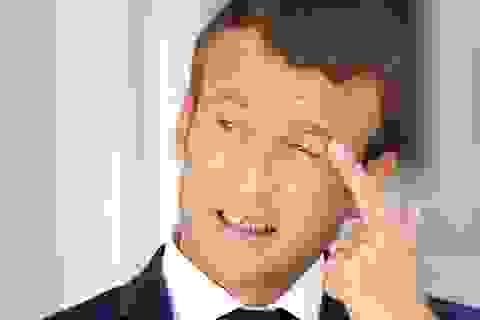 Sau chiến thắng vang dội, tỷ lệ ủng hộ Tổng thống Pháp xuống thấp kỷ lục