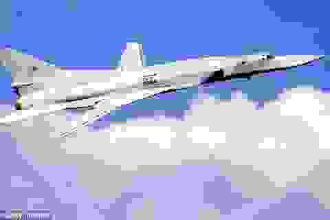 Máy bay ném bom Nga bị chặn trên biển Đen