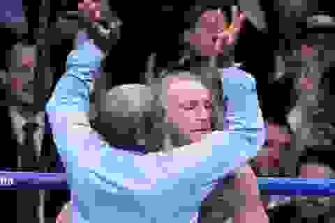 """""""Gã điên"""" McGregor chỉ trích trọng tài… dừng trận đấu quá sớm"""
