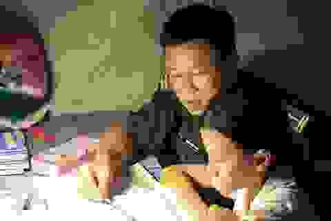"""""""Thầy giáo quân hàm xanh"""" dạy bà con Bát Xát thoát mù chữ, xóa mặc cảm"""