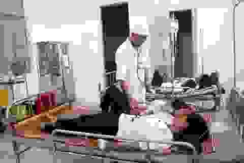 Nghi ăn đồ từ thiện, 84 học sinh nhập viện cấp cứu