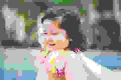 """Mẫu nhí 2 tuổi diện bikini """"siêu đáng yêu"""""""