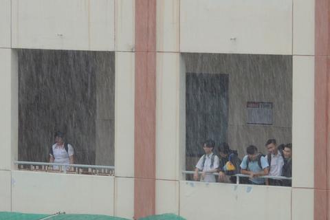 Nhiều tỉnh phía Nam ra công văn khẩn cho học sinh nghỉ học tránh bão