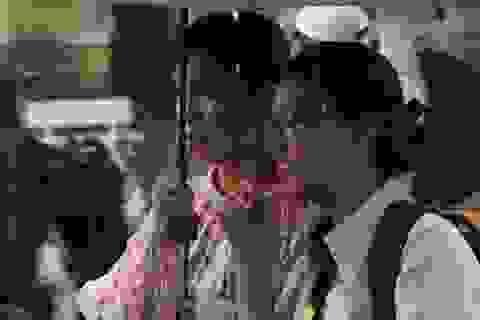 TPHCM: Phụ huynh rối bời vì con nghỉ học tránh bão
