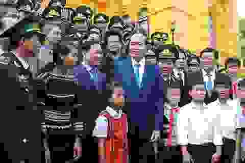 """Chủ tịch nước khen ngợi nghĩa cử cao đẹp của thầy giáo """"quân hàm xanh"""""""
