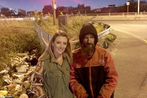 Giúp cô gái 20 USD, người vô gia cư được trả ơn gấp 5.000 lần