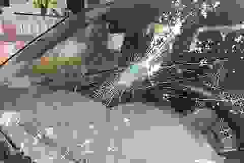 Xe kiểm lâm bị ném đá tới tấp khi đuổi theo ôtô nghi chở gỗ lậu