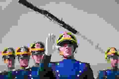 """Cận cảnh trung đoàn """"1m90"""" bảo vệ Tổng thống Nga"""