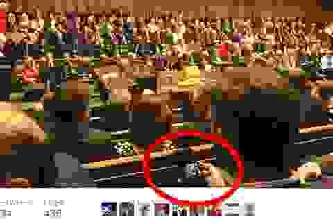 Nghị sĩ Anh vô tình lộ khoảnh khắc xem ảnh nhạy cảm tại quốc hội