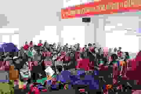 Hỗ trợ cho ngư dân tinh Khánh Hòa bị thiệt hại nặng do cơn bão số 12