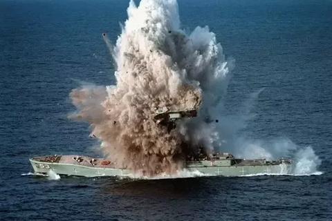 """Ngư lôi """"sát thủ"""" Mark-48 Hải quân Mỹ có khả năng xé đôi tàu chiến"""