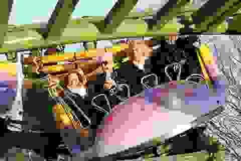 Cụ 105 tuổi đi tàu lượn siêu tốc