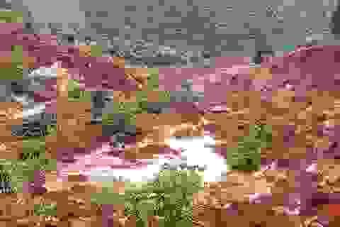 Sạt lở đất bất thường, xuất hiện nhiều hố sâu đến 5m
