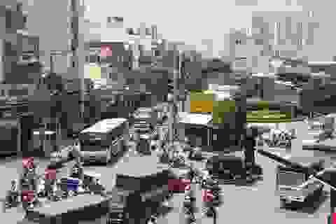 """Ngôi nhà 3 mặt tiền """"hiên ngang"""" giữa điểm nóng giao thông Sài Gòn"""