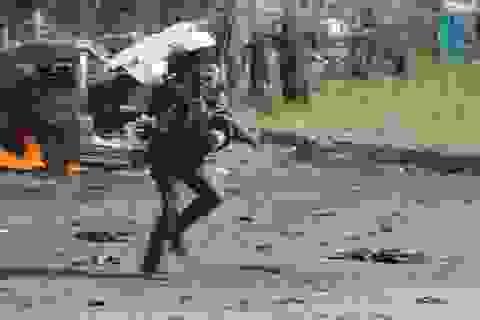 Nhà báo xả thân cứu người