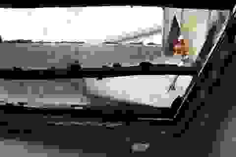 Cứu sống 2 đứa trẻ đang ngủ trong căn nhà cháy