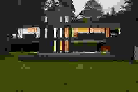 """Đẹp lạ những ngôi nhà """"đen tuyền"""" trên khắp thế giới"""