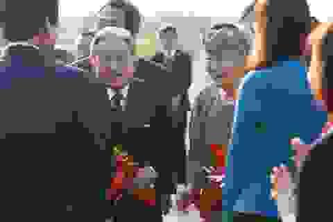 Người dân Cố đô Huế nồng nhiệt đón Nhật hoàng và Hoàng hậu