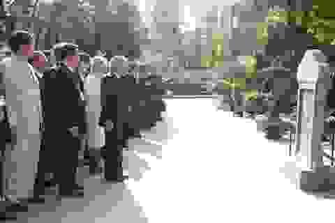 Nhật hoàng thăm nhà lưu niệm Phan Bội Châu