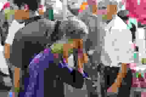 """6 người Việt tử vong tại Lào: """"Về đi anh, con chưa kịp thấy mặt cha"""""""