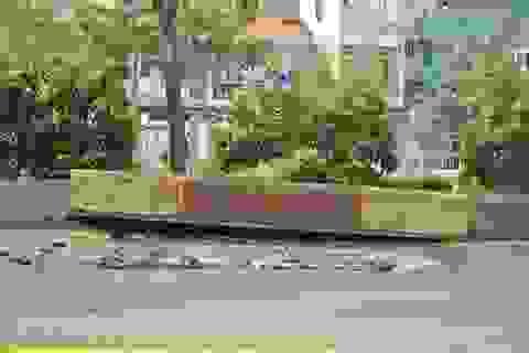 2 hố ga phát nổ làm rung chuyển mặt đường ở Sài Gòn