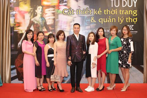 Các học trò của NTK Đỗ Trịnh Hoài Nam tự thiết kế sau… 4 buổi học