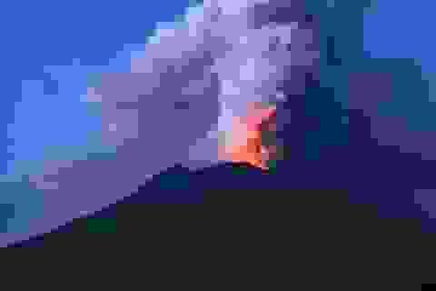 """Thầy tu tiên tri """"lạnh gáy"""" về ngọn núi lửa có thể hủy diệt thế giới"""