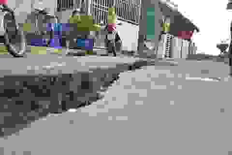 Lấp hố xoáy đe dọa kéo sập nhà dân ở TPHCM