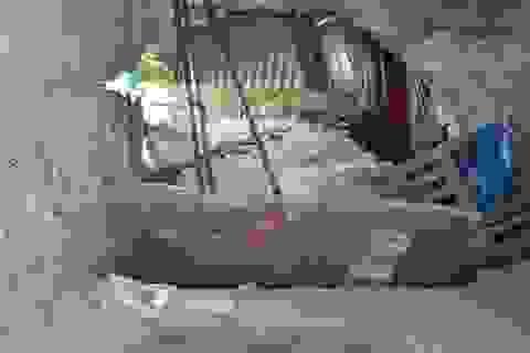 Hai căn nhà ở trung tâm TPHCM bỗng nứt toác, sụt lún