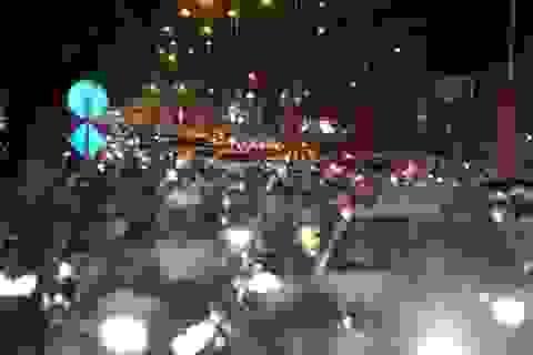 Đường phố Sài Gòn kẹt xe kinh hoàng tối đầu năm