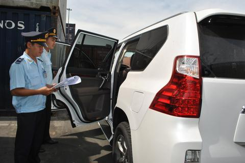Điều bất thường trên thị trường ô tô: Nín lặng chờ đợi