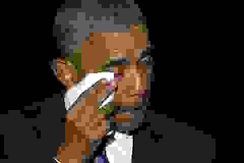 Tổng thống Obama khóc khi nói lời cảm ơn vợ con