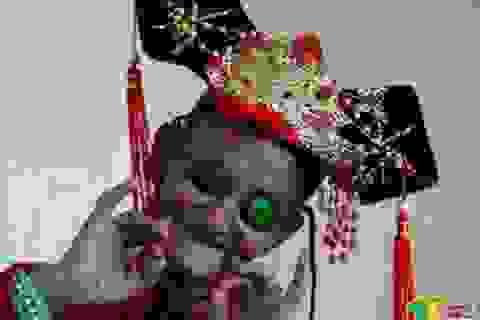Cụ ông 74 tuổi ăn mặc như phụ nữ để làm vui lòng mẹ già