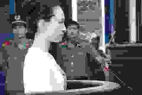 """Hoa hậu Phương Nga mạo chữ ký """"người tình"""" trong 25 giấy giao nhận tiền"""