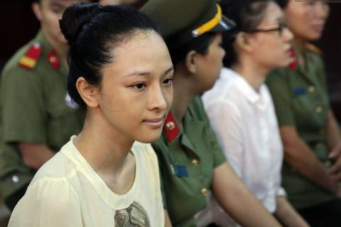 8 luật sư tham dự phiên tòa xét xử Hoa hậu Phương Nga