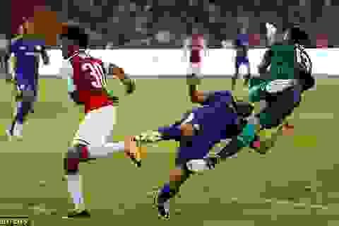 Pedro nhập viện sau cú va chạm mạnh với thủ môn Arsenal