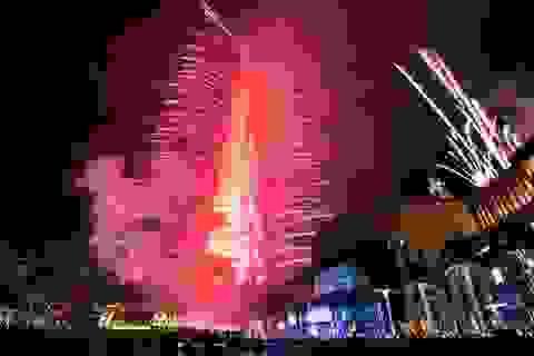 Pháo hoa thắp sáng tòa tháp cao nhất thế giới ở Dubai